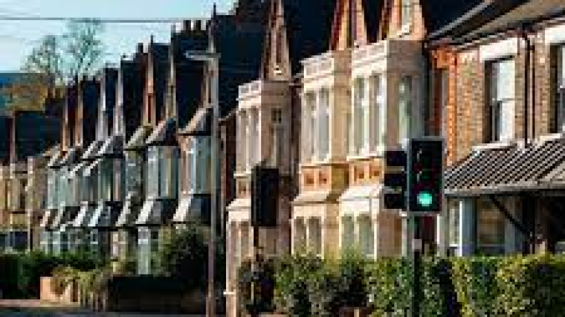 How Can An Estate Agent Help With a House Purchase?